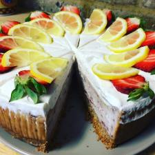vegan-strawberry-lemon-cheese-cake
